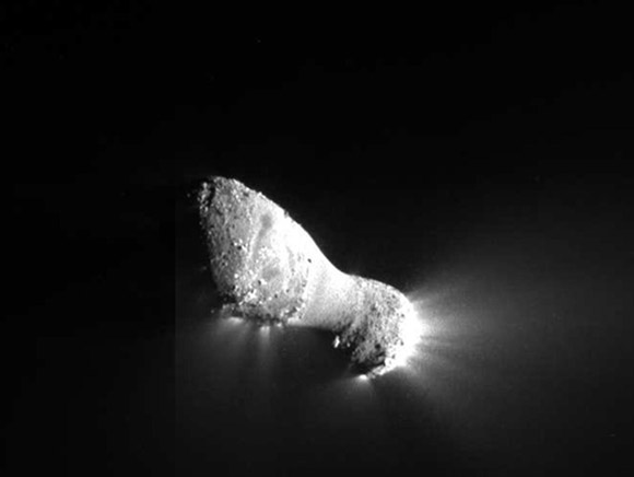 image-of-Hartley2-comet-nucleus