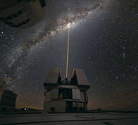 Image of Laser_Towards_Milky_Ways_Centre