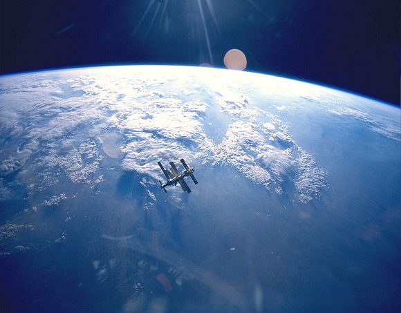 Image of Earth_&_Mir_(STS-71)